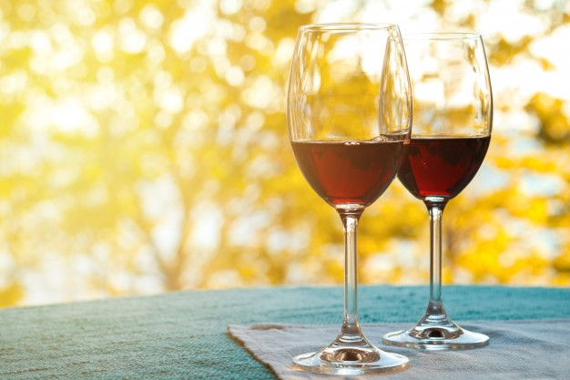 Cómo quitar las manchas de vino del mantel